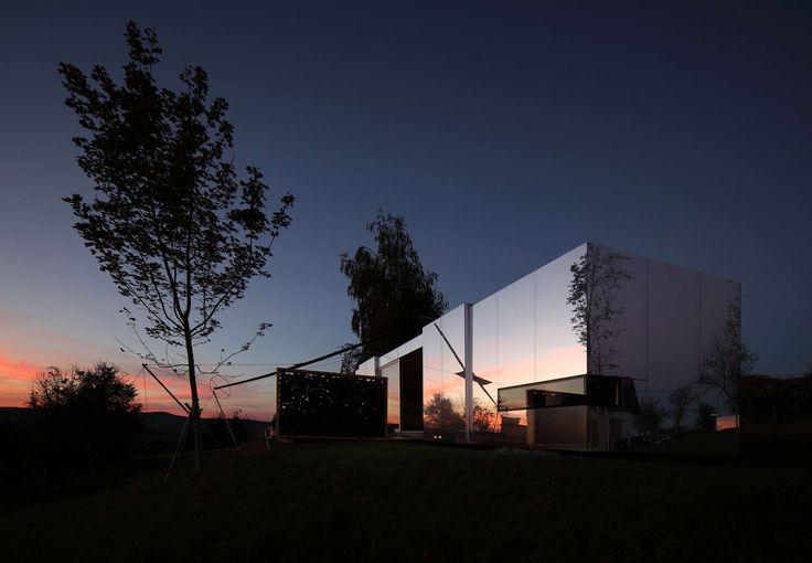 #EstudioDReam #ArquitecturaModular #CasasdeDiseño #CasasEspejo Más información: info@estudiodream.es