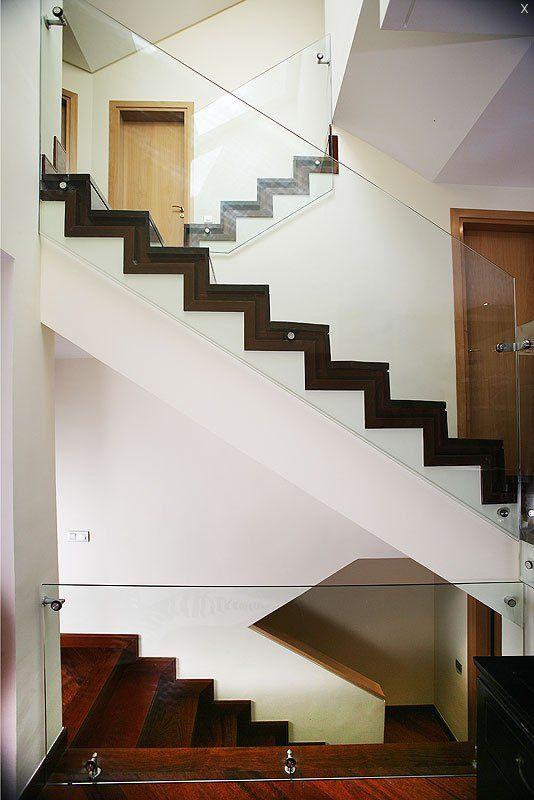 Las 25 mejores ideas sobre barandas de cristal en - Escaleras con barandilla de cristal ...