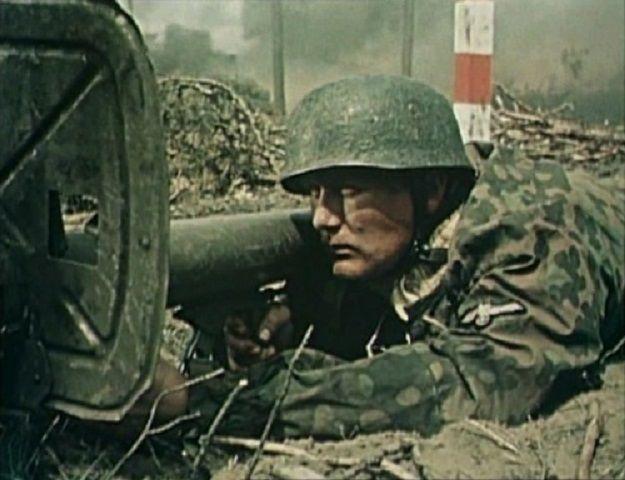 el Panzerschreck  Entró en servicio a mediados de 1943 casi simultáneamente en el frente del Este y en el de Italia   Los documentos oficiales dieron al RPzB 43 el sobrenombre Panzerschreck (terror de los carros), pero la tropa prefirió utilizar el de Ofenrohr (tubo de estufa) por la humareda que provocaba al efectuar cada disparo.