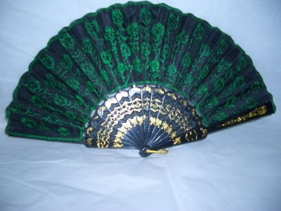 How+to+Make+Oriental+Folding+Fans+