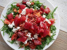 Ik ben gek op salades en eet er elke week meerdere keren een voor lunch of avondeten. Ik kreeg de vraag of ik mijn favoriete salades wil delen inclusief recepten. Maar natuurlijk! Vandaag: mijn acht favoriete salades (en ze zijn allemaal snel en makkelijk, dus ook ideaal voor op de camping!).
