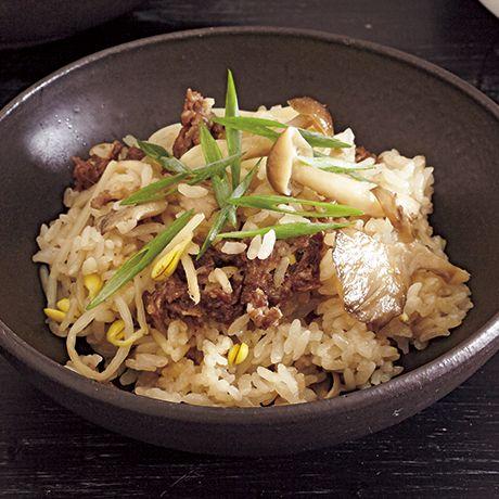 牛肉とたっぷりきのこの炊き込みご飯 | 渡辺麻紀さんのごはんの料理レシピ | プロの簡単料理レシピはレタスクラブネット