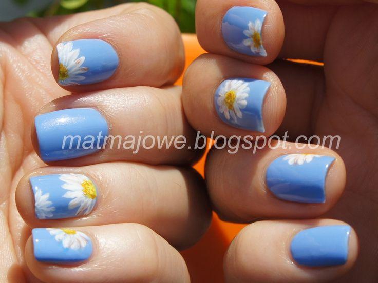Freehanded nail art daisies http://matmajowe.blogspot.com/2014/08/stokrotki.html