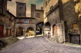 Piazza San Pellegrino, cuore del quartiere medioevale di Viterbo