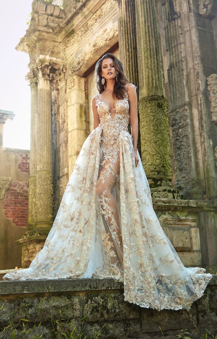 Le Secret Royal Part II brings royalty to wedding inspiration, lights up your desire for a romantic wedding, with flower appliqués and and intricate embroidery designs. A wedding gown made with love by Galia Lahav. #marriage #wedding #dress