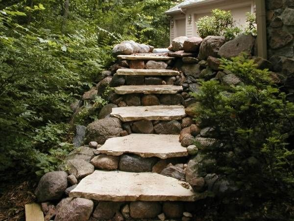 Walls steps des moines iowa landscaping perennial for Pictures of stone steps