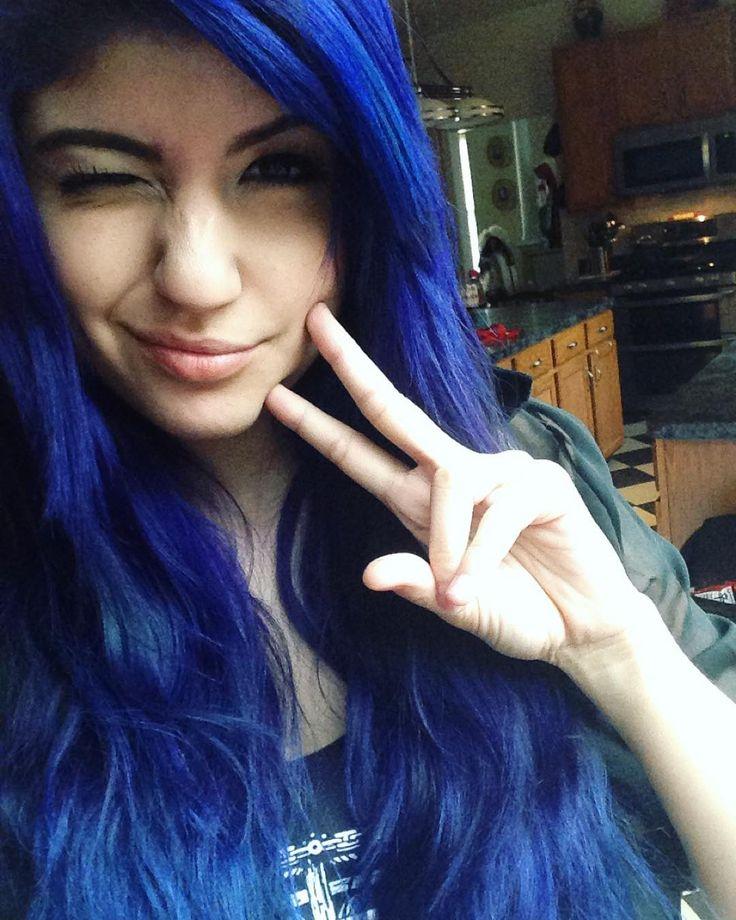CS:GO Female Streamer and Cosplayer on Twitch. Cosplay / Gamer / Gaming / Beautiful / Blue Hair / Eyes / Username: KittyRawr