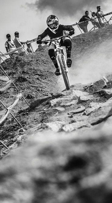 The long and bumpy road for Brazilian mountain bike ace Bernardo Cruz. http://win.gs/1gObnRU Image: Fabio Piva