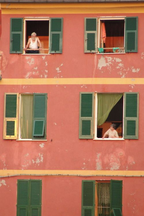 Italians at the window