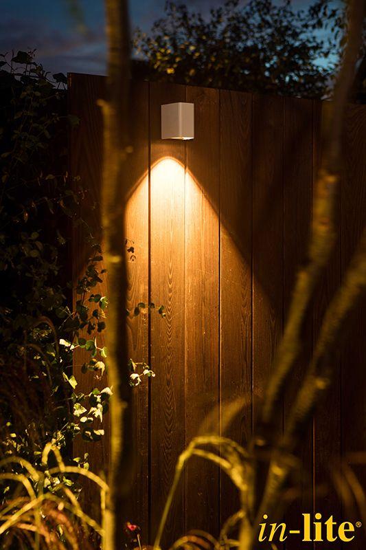 Luxe familietuin | Eigen Huis & Tuin | Tuinverlichting | 12V | wandlamp ACE DOWN WHITE | Tuininspiratie | Garden | Outdoor Lighting | in-lite
