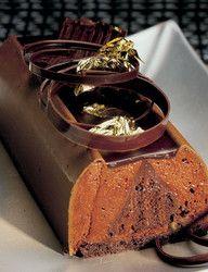 Шоколадный бисквит с муссом из горького шоколада и апельсиновым конфитюром