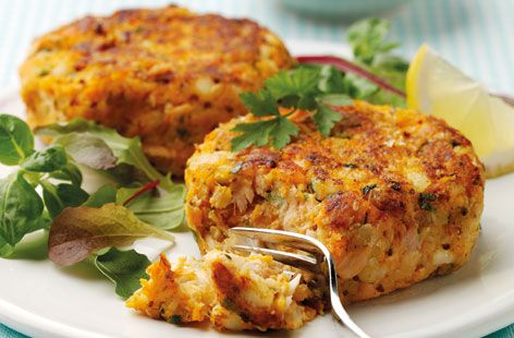 A simple Oaty salmon and cod fishcakes recipe for you to cook a great meal for family or friends. Buy the ingredients for our Oaty salmon and cod fishcakes recipe from Tesco today.