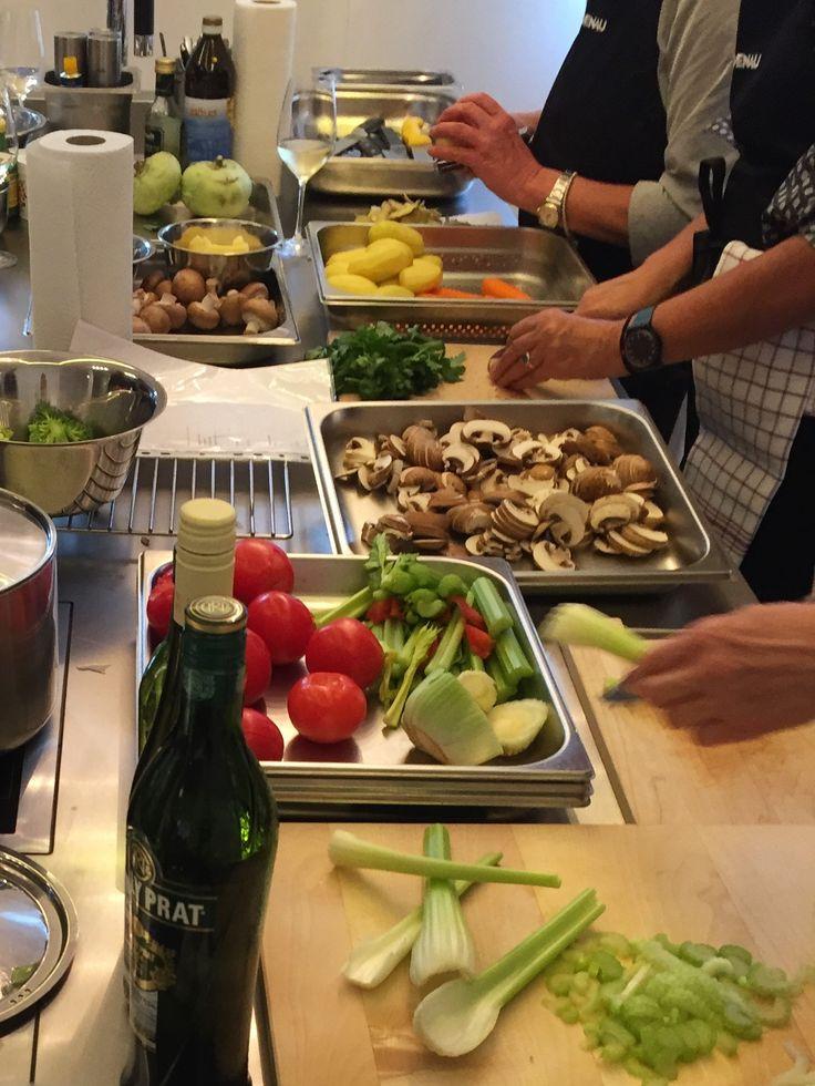 Fleißig am schnibbeln ... #gaggenau #bulthaupblaserundhoefer #blaser #höfer #bbh #blaserundhoefer #bulthaupköln #bulthaup #showroom #köln #marienburgköln #marienburg #lindenallee #küche #kitchendesign #bbhvilla #bulthaupvilla #kochevent #bulthaupevents