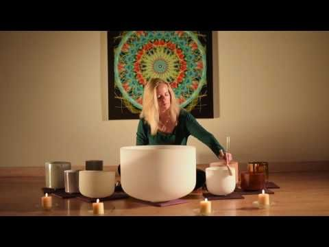 5 Minute Crystal Singing Bowl Meditation By: Daniela Botur - YouTube