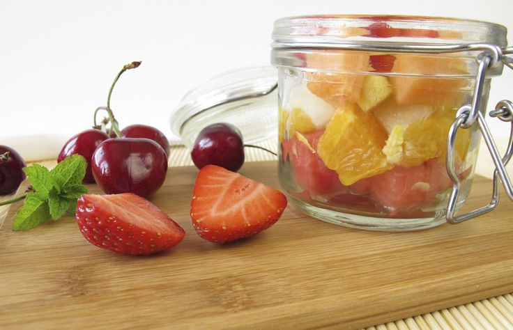 """Appetizers You Won't Believe Are Under 100 Calories per Serving FRUIT SALAD """"Although fruits have sugar, they also pack a ton of advantages — they're great for hydration and provide a wealth of vitamins for your body. Different kinds of fruits offer different benefits, from the antioxidants in blueberries to vitamin C in oranges. Studies have even shown that the nutrients in strawberries can make you happy."""" (Serving size: 1 cup)"""