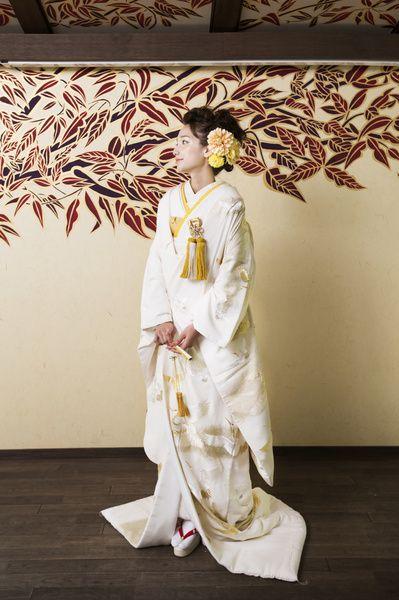 黄色と白 CUCURU 金刺繍飛翔流水瑞鳥文 着物ウェディング 和婚 色打ち掛け