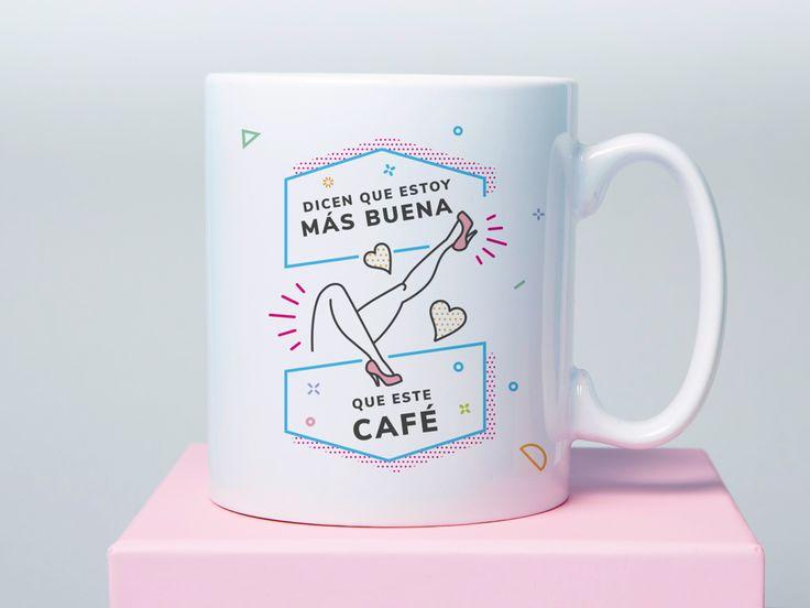 Taza: Dicen que estoy más bueno que este café. La taza que no para de echarte piropos Lo dicen los demás, no lo puede remediar... Con un diseño súper alegre y divertido.