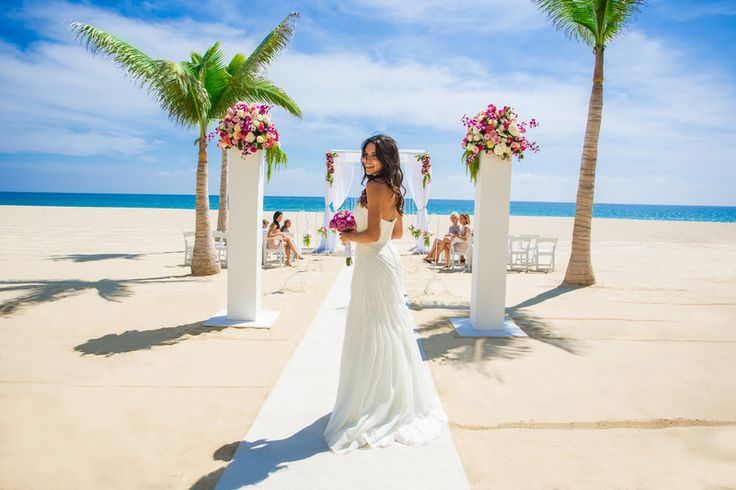 #HyattZivaLosCabos wedding venues include the oceanfront Gazebo, a gorgeous beach, and a poolside terrace. For anyone looking to explore the city, the resort is in walking distance to Los Cabos, and close to several different golf courses. {via @weddingsbyfunjet}