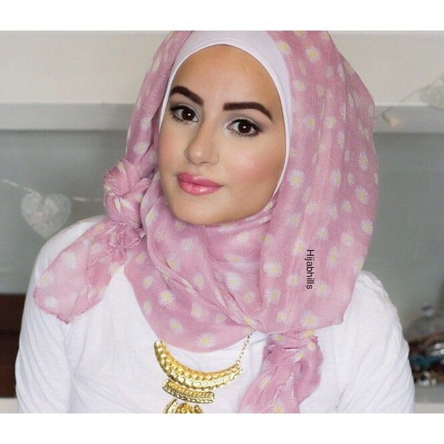 Ruba Zai ☀️ @hijabhills great hijab minus the over done eyebrows