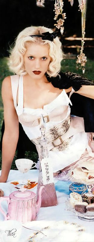 """Gwen Stefani """"What you Waiting for"""" Alice In Wonderland music video 
