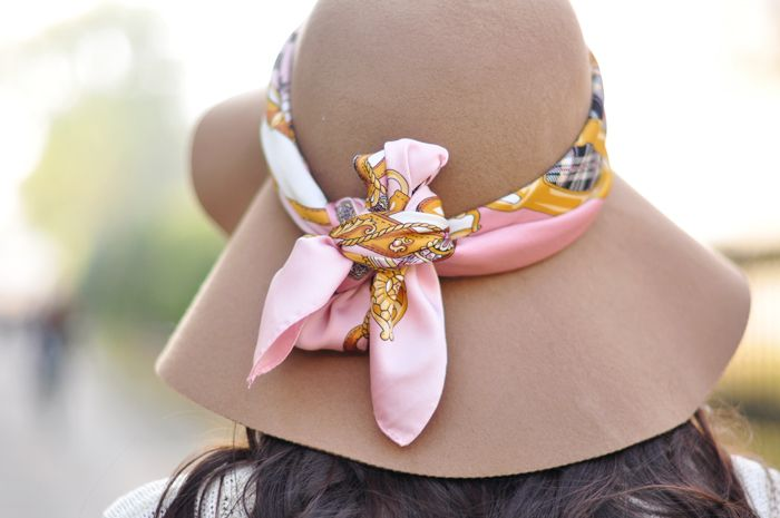 so pretty: Fashion Cakes, Fashion Scarves, Summer Hats, Beautiful Women, Gifts Boutiques, Hermes Scarves, Floppy Hats, Black Hats, Silk Scarves