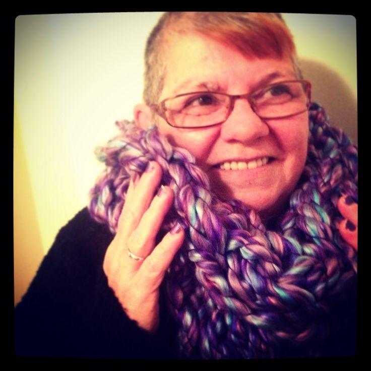 Foulard mauve fait à la main / Purple scarf handmade.