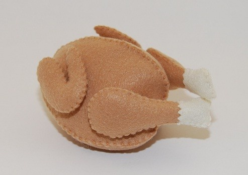 chicken {felt food}... hilarious! velcro on the legs and wings for added fun!