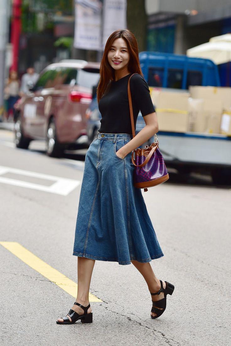 KOREANMODEL street-style project. Model : Lee Hyun Ji (YG Kplus) • Skirt : Aland • Bag: Mischa • Shoes: American Apparel Korean Model Instagram:instagram.com/koreanmodel Baek Seung Won...