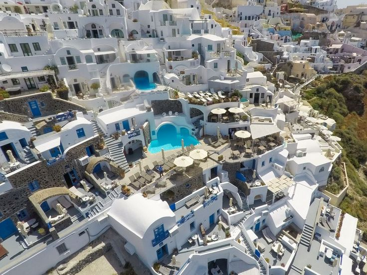 Why #Oia, is the best place to stay in #Santorini?  Read our blog article and book your #Summer #Holidays, today.  #EsperasHotel  #Blog #TravelBlog #Travel