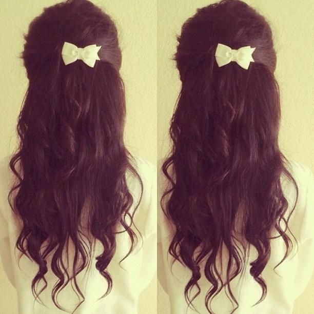 Messy hair with bow.