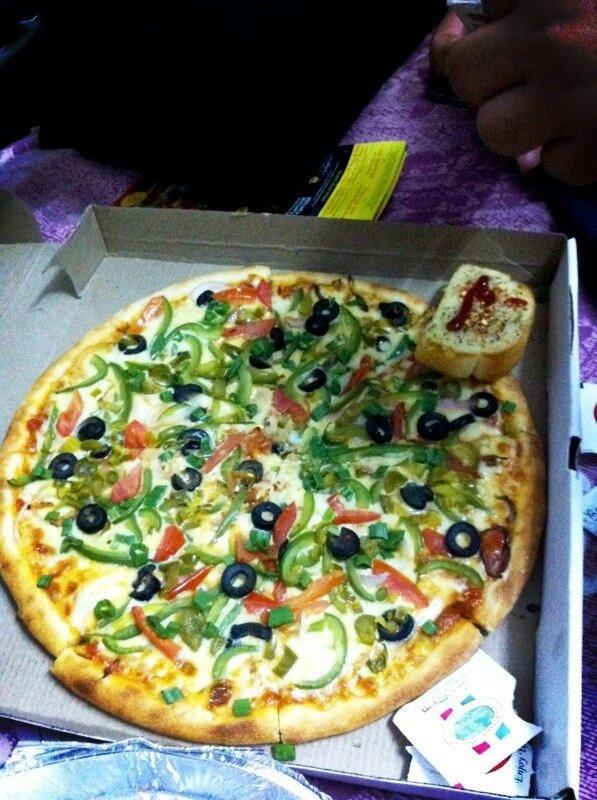 Hd pizza at friends plce .... Awesome maja aaya .... MumbaibaSM