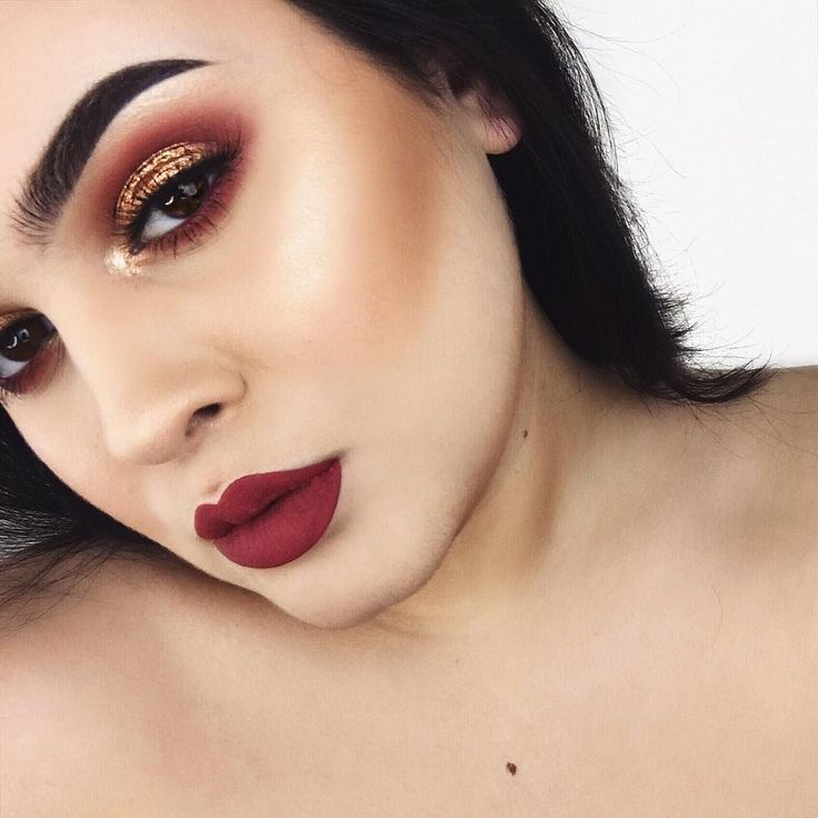 one of my new fav lip colors DETAILS: BROWS: @anastasiabeverlyhills dipbrow in granite and clear brow gel. EYES: @anastasiabeverlyhills blazing single eyeshadow and the red shade in the @morphebrushes 35b pro palette @loraccosmetics unzipped gold eyeshadow palette on the lid and @dupethat x @ofracosmetics You Dew You Highlighter in the inner corners and on the brow bone. CHEEKS: @benefitcosmetics Hoola Bronzer and @dupethat x @ofracosmetics You Dew You Highlighter LIPS…
