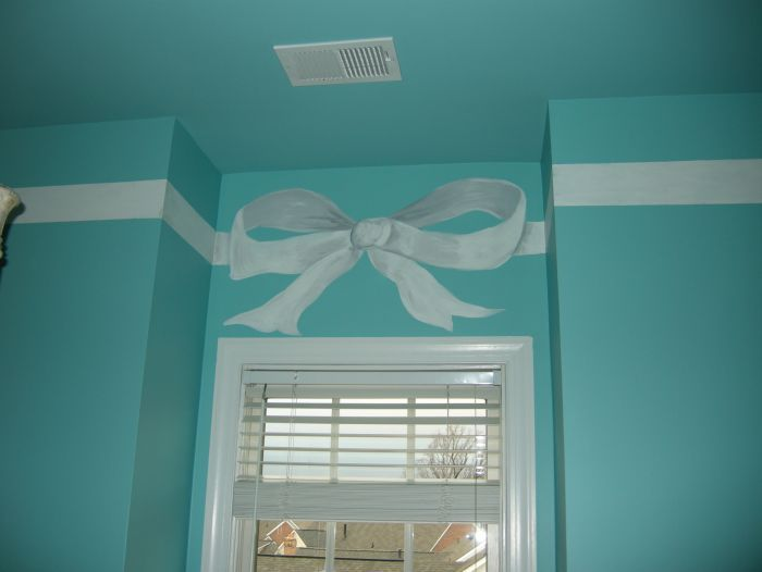 love this Tiffany box room! Would work well for an office, walk in closet , laundry room ect!!!