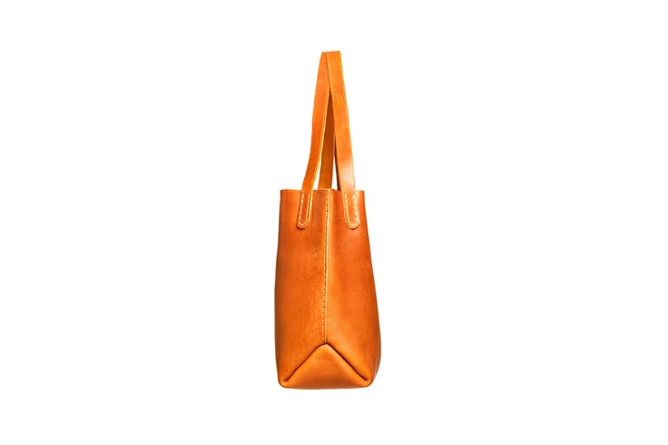 Le Poer Trench — Bucket Bag: brass close top
