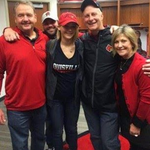 Jennifer Lawrence with fans at the Louisville Cardinals basketball game. (December 27) ✿ ✿  ✿  ✿