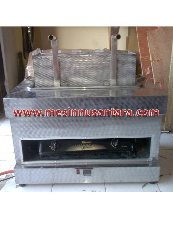Mesin Penggorengan adalah mesin yang digunakan untuk menggoreng. Mesin ini mampu menampung hingga 30 Liter sehingga anda dapat menggoreng banyak hanya dalam 1 x penggorengan.. Spesifikasi :  Tipe                  : GDF 30 Kapasitas         : 25 – 30 L Dimensi            : 80 x 50 x 50 cm Dimensi tanki    : 60 x 23 x 20 cm Daya                 : 150 W Suhu                 : 150 – 200° C Bahan               : Stainless steel Sumber panas  : Gas LPG