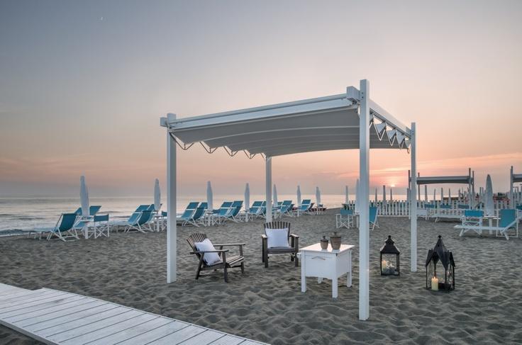 Pergole Fly pentru litoral, terase de vara folosite ziua sau noaptea. Design de exceptie pentru pergole Gibus.