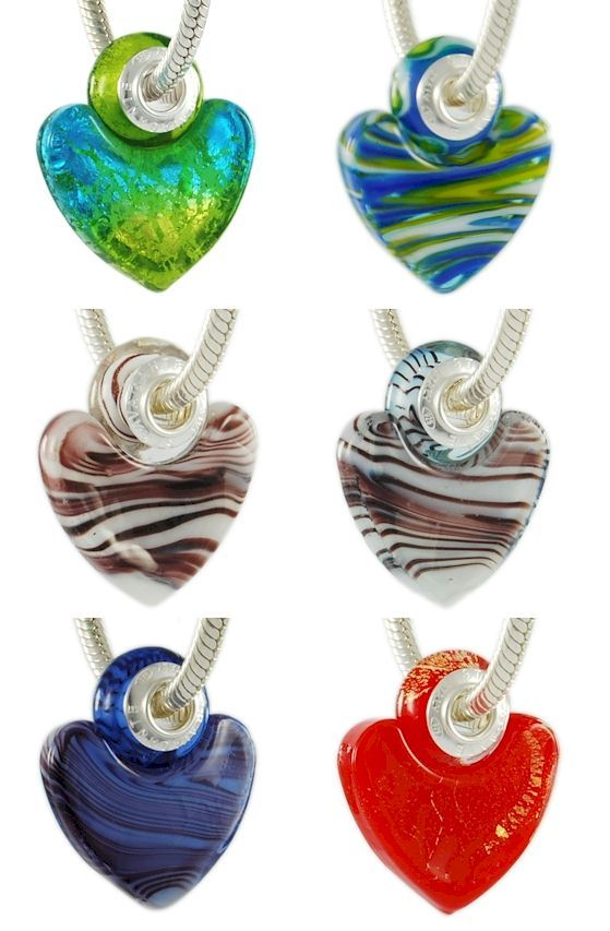 Glamorous Pandora glass beads. Murano glass beads made in Italy. Colorful, bright, imaginative, customizable. Italian jewelry wholesale hand made in Venice. Assembled with a single piece of 925 sterling silver core. That is, the glass beads are equipped with a monolithic piece of silver, and not with two cheap eyelets sticked with glue like most Chinese low-quality beads.