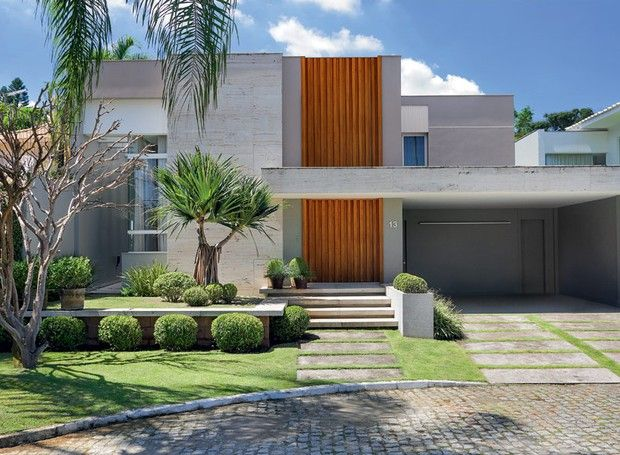 Fachada-marmore-travertino-romano-bruto-madeira-vinhatico-pandanos-moreias-jardim (Foto: MCA Estúdio/Divulgação)
