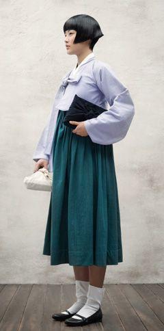 단발머리·한복 교복의 '모단걸' 양말에 구두 신은 동경 유학생