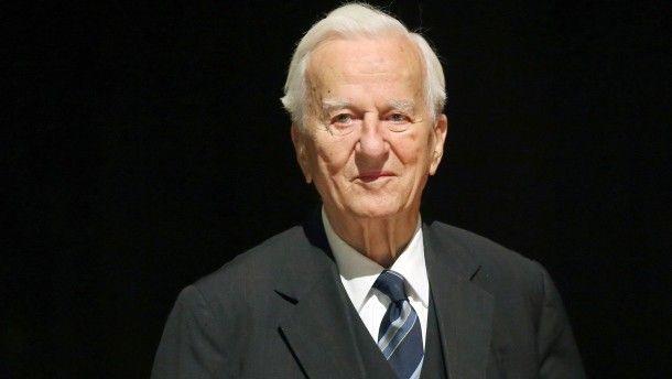 Richard von Weizsäcker sah sich über weite Strecken seines politischen Wirkens als Versöhner von Geist, Macht und Nation. Als Staatsoberhaupt erkannte er an, dass kollektives Schicksal auch kollektive Schuld bedeutet.