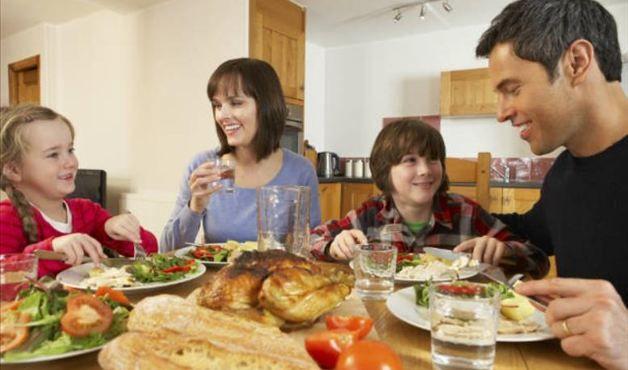 Um tempo para as refeições ajuda a emagrecer - Foto: Getty Images