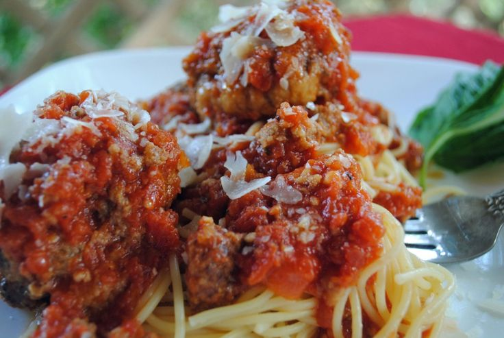 Spaghetti and Meatballs via @Jen @ Juanita's Cocina #SundaySupper