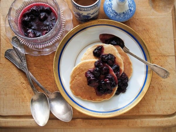 Lavender and Lovage | 5:2 Diet Fast Day: Pancakes for Breakfast � Blueberry and Oat Pancakes with Cinnamon Recipe | http://www.lavenderandlovage.com********190 calories.