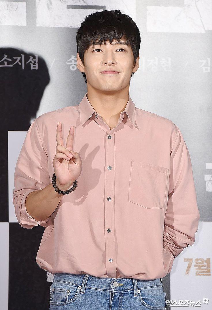 [NEWSPIC]  170720 Song Seung Hun,  Park Si Yeon,  Kang Haneul & Lee Dong Hwi at 'Battleship Island' VIP Premiere    #송중기 #군함도 #Joongkiph