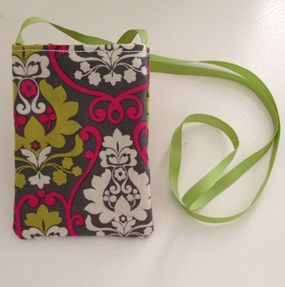 Cell Phone Purse - Wish I could sew. Would love to make one of these for my oldest.