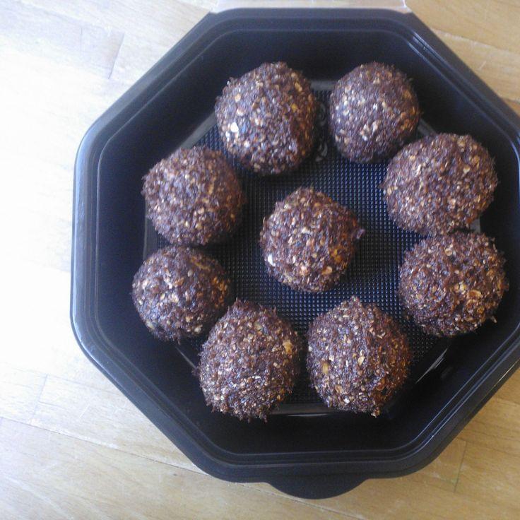 Date balls with orange pulp and hazelnut goodness #vegan