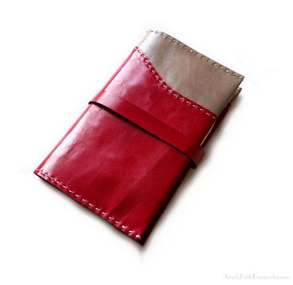 Custodia in pelle per Moleskine in rosso e grigio. Copertina in pelle per diari, agende e taccuini. Cover morbida in pelle per taccuini.
