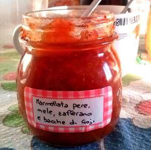 Marmellata con mele, pere, bacche di goji e zafferano