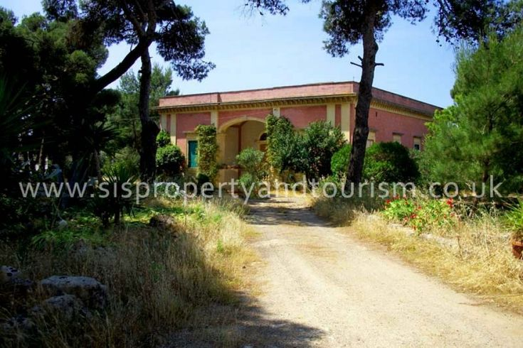 Ancient villa by the sea for sale in Santa Caterina di Nardò, Lecce, Puglia, Italy. The villa, dated back 1900, boasts a covered area of 400 sq m and consists of wide reception-living room with vaulted high ceilings, comfortable dining room connected to the kitchen where is set a particular fireplace and storeroom, 6 large double bedroom with bathroom en suite, a magnificent roof terrace with panoramic and sea view, garden. It is 500mt from Santa Caterina beach and 70km from Brindisi Airport